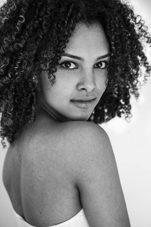 Laura-Fiederer-Fotografie- Fotograf-Portrait-Outdoor-Egelsbach-Einzelshooting-Beauty-15