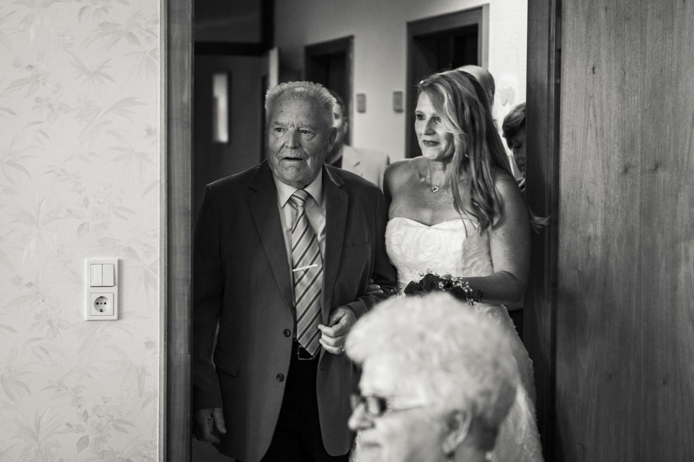 Laura-Fiederer-Fotografie-Hochzeit-Hochzeitsreportage-Kelsterbach-Standesamt-Trauung-Rüsselsheim-Festung-Stadtpark-8