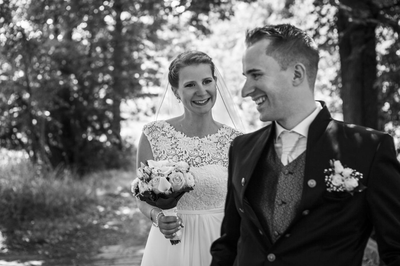 Laura-Fiederer-Fotografie-Hochzeitsfotos-Brautpaar-Hochzeitsfotografie-Mönchbruch-Hochzeitsfotografin-Mörfelden-Walldorf-Paarshooting-11