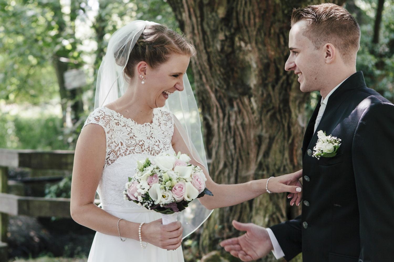 Laura-Fiederer-Fotografie-Hochzeitsfotos-Brautpaar-Hochzeitsfotografie-Mönchbruch-Hochzeitsfotografin-Mörfelden-Walldorf-Paarshooting-12