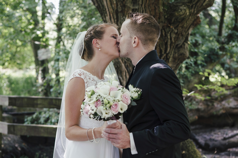 Laura-Fiederer-Fotografie-Hochzeitsfotos-Brautpaar-Hochzeitsfotografie-Mönchbruch-Hochzeitsfotografin-Mörfelden-Walldorf-Paarshooting-13