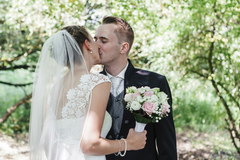 Laura-Fiederer-Fotografie-Hochzeitsfotos-Brautpaar-Hochzeitsfotografie-Mönchbruch-Hochzeitsfotografin-Mörfelden-Walldorf-Paarshooting-16