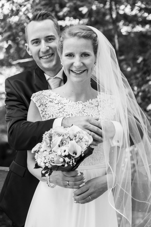 Laura-Fiederer-Fotografie-Hochzeitsfotos-Brautpaar-Hochzeitsfotografie-Mönchbruch-Hochzeitsfotografin-Mörfelden-Walldorf-Paarshooting-17