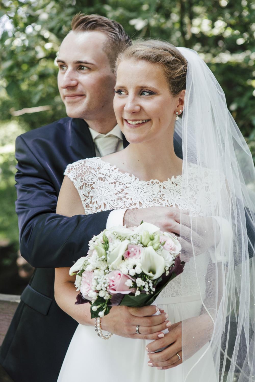 Laura-Fiederer-Fotografie-Hochzeitsfotos-Brautpaar-Hochzeitsfotografie-Mönchbruch-Hochzeitsfotografin-Mörfelden-Walldorf-Paarshooting-18