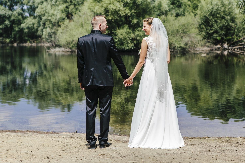 Laura-Fiederer-Fotografie-Hochzeitsfotos-Brautpaar-Hochzeitsfotografie-Mönchbruch-Hochzeitsfotografin-Mörfelden-Walldorf-Paarshooting-19