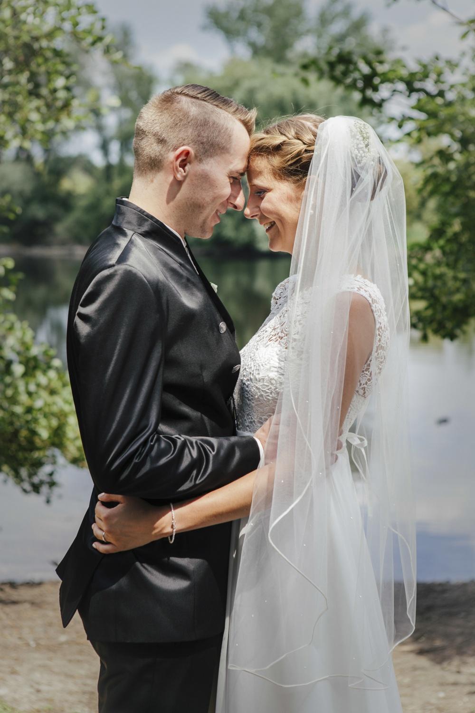 Laura-Fiederer-Fotografie-Hochzeitsfotos-Brautpaar-Hochzeitsfotografie-Mönchbruch-Hochzeitsfotografin-Mörfelden-Walldorf-Paarshooting-20