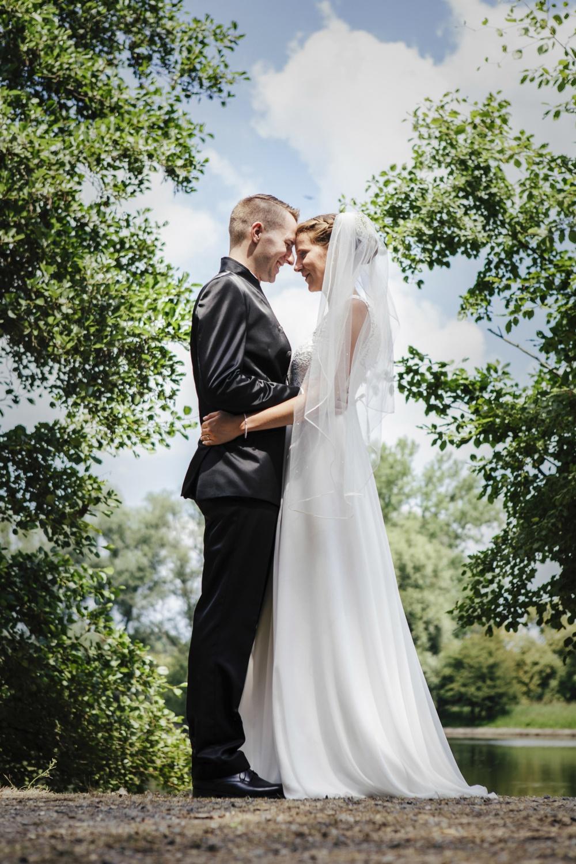 Laura-Fiederer-Fotografie-Hochzeitsfotos-Brautpaar-Hochzeitsfotografie-Mönchbruch-Hochzeitsfotografin-Mörfelden-Walldorf-Paarshooting-21