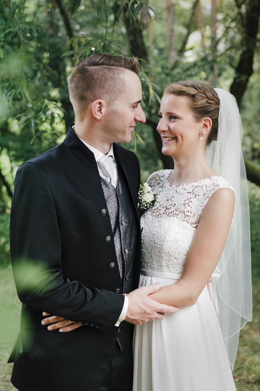 Laura-Fiederer-Fotografie-Hochzeitsfotos-Brautpaar-Hochzeitsfotografie-Mönchbruch-Hochzeitsfotografin-Mörfelden-Walldorf-Paarshooting-22