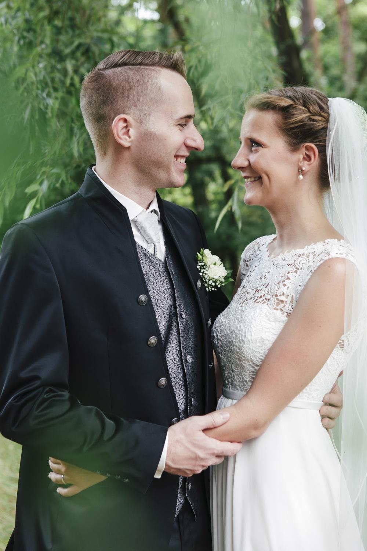 Laura-Fiederer-Fotografie-Hochzeitsfotos-Brautpaar-Hochzeitsfotografie-Mönchbruch-Hochzeitsfotografin-Mörfelden-Walldorf-Paarshooting-23