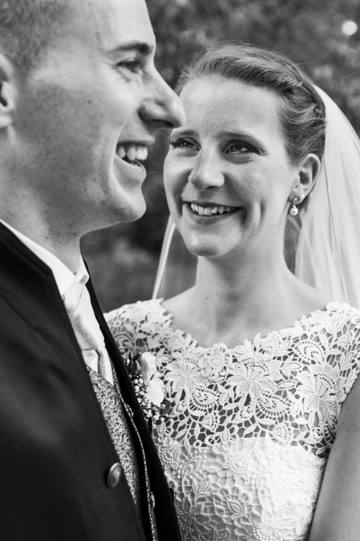 Laura-Fiederer-Fotografie-Hochzeitsfotos-Brautpaar-Hochzeitsfotografie-Mönchbruch-Hochzeitsfotografin-Mörfelden-Walldorf-Paarshooting-24