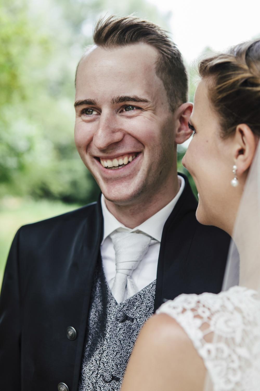 Laura-Fiederer-Fotografie-Hochzeitsfotos-Brautpaar-Hochzeitsfotografie-Mönchbruch-Hochzeitsfotografin-Mörfelden-Walldorf-Paarshooting-25