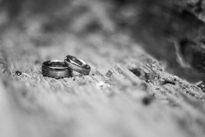 Laura-Fiederer-Fotografie-Hochzeitsfotos-Brautpaar-Hochzeitsfotografie-Mönchbruch-Hochzeitsfotografin-Mörfelden-Walldorf-Paarshooting-26