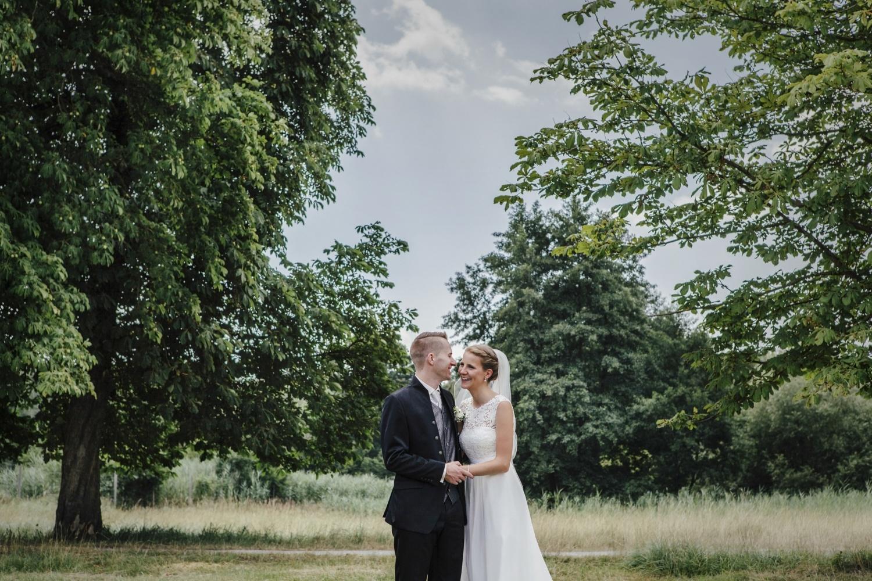 Laura-Fiederer-Fotografie-Hochzeitsfotos-Brautpaar-Hochzeitsfotografie-Mönchbruch-Hochzeitsfotografin-Mörfelden-Walldorf-Paarshooting-29
