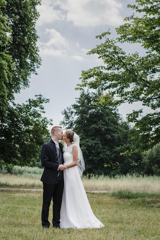 Laura-Fiederer-Fotografie-Hochzeitsfotos-Brautpaar-Hochzeitsfotografie-Mönchbruch-Hochzeitsfotografin-Mörfelden-Walldorf-Paarshooting-30