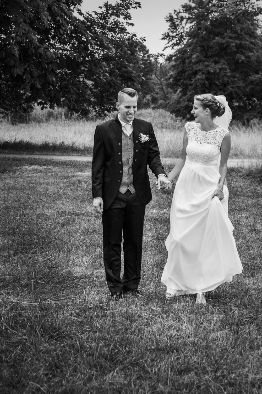 Laura-Fiederer-Fotografie-Hochzeitsfotos-Brautpaar-Hochzeitsfotografie-Mönchbruch-Hochzeitsfotografin-Mörfelden-Walldorf-Paarshooting-31