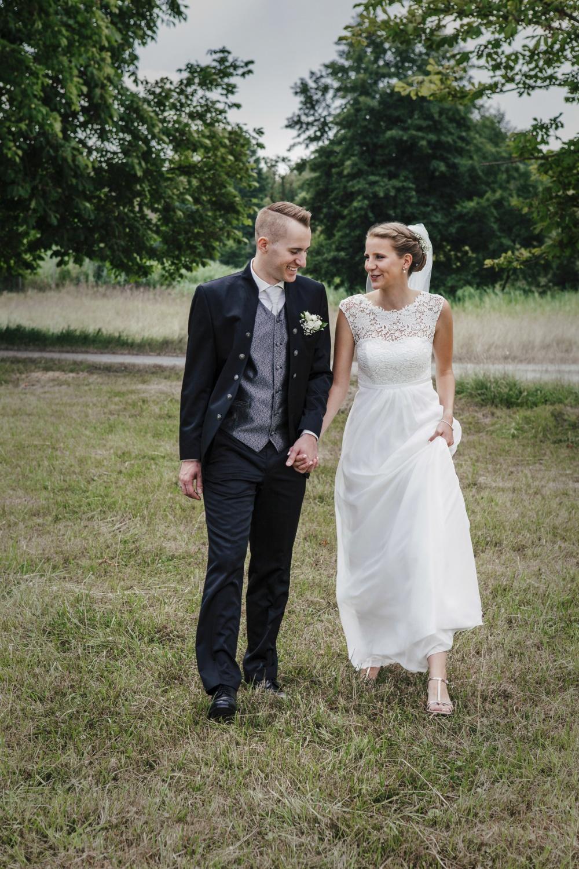 Laura-Fiederer-Fotografie-Hochzeitsfotos-Brautpaar-Hochzeitsfotografie-Mönchbruch-Hochzeitsfotografin-Mörfelden-Walldorf-Paarshooting-32