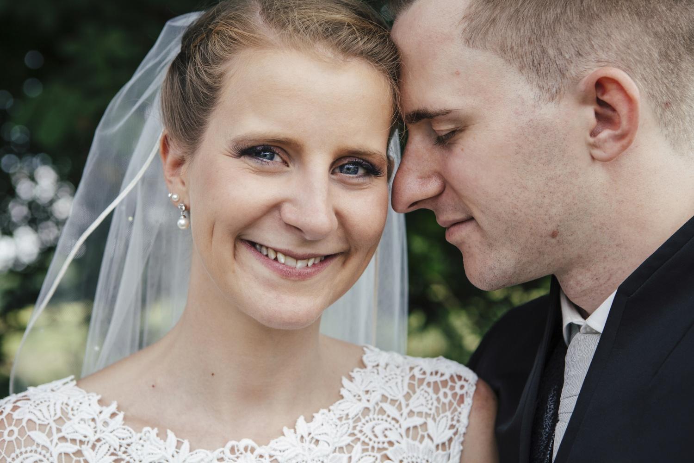 Laura-Fiederer-Fotografie-Hochzeitsfotos-Brautpaar-Hochzeitsfotografie-Mönchbruch-Hochzeitsfotografin-Mörfelden-Walldorf-Paarshooting-36