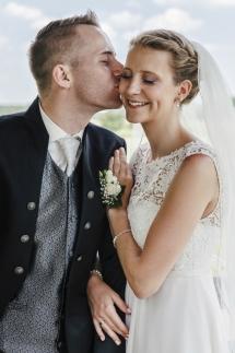 Laura-Fiederer-Fotografie-Hochzeitsfotos-Brautpaar-Hochzeitsfotografie-Mönchbruch-Hochzeitsfotografin-Mörfelden-Walldorf-Paarshooting-39