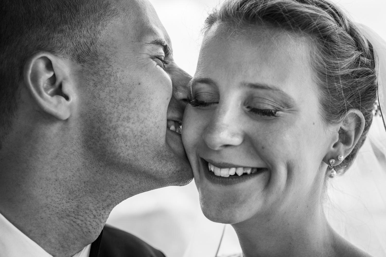 Laura-Fiederer-Fotografie-Hochzeitsfotos-Brautpaar-Hochzeitsfotografie-Mönchbruch-Hochzeitsfotografin-Mörfelden-Walldorf-Paarshooting-40