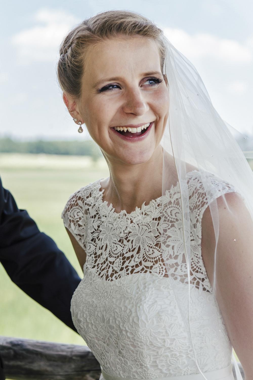 Laura-Fiederer-Fotografie-Hochzeitsfotos-Brautpaar-Hochzeitsfotografie-Mönchbruch-Hochzeitsfotografin-Mörfelden-Walldorf-Paarshooting-41