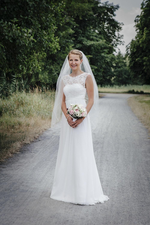 Laura-Fiederer-Fotografie-Hochzeitsfotos-Brautpaar-Hochzeitsfotografie-Mönchbruch-Hochzeitsfotografin-Mörfelden-Walldorf-Paarshooting-45