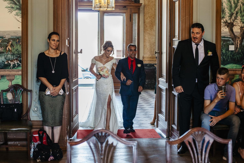 Hochzeit-Standesamt-Hanau-Schloss-Philippsruhe-Reportage-Paarshooting-Hochzeitsfotograf-Laura-Fiederer-Fotografie-19