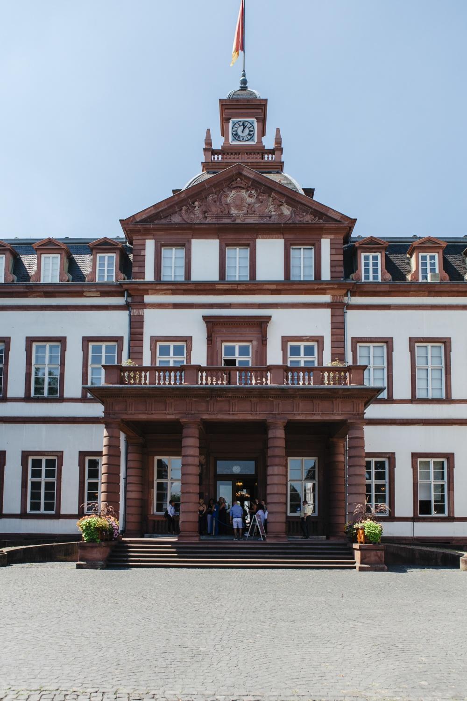 Hochzeit-Standesamt-Hanau-Schloss-Philippsruhe-Reportage-Paarshooting-Hochzeitsfotograf-Laura-Fiederer-Fotografie-1
