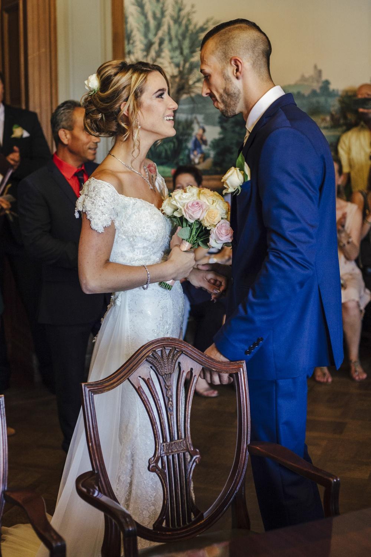 Hochzeit-Standesamt-Hanau-Schloss-Philippsruhe-Reportage-Paarshooting-Hochzeitsfotograf-Laura-Fiederer-Fotografie-20