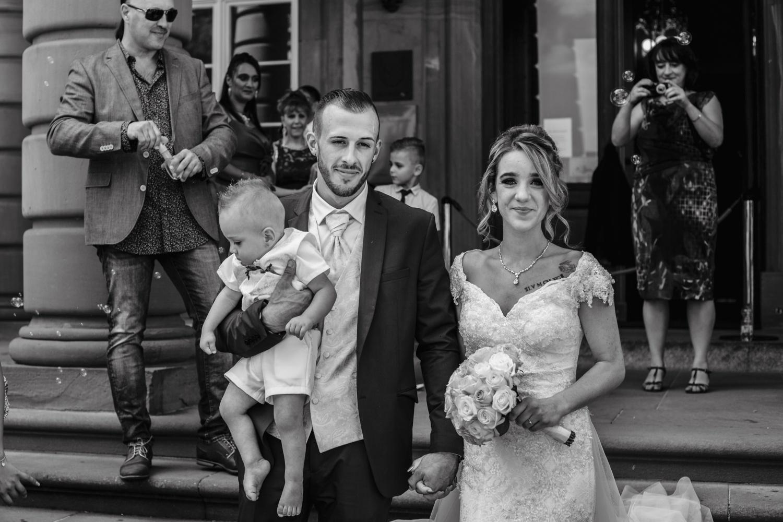 Hochzeit-Standesamt-Hanau-Schloss-Philippsruhe-Reportage-Paarshooting-Hochzeitsfotograf-Laura-Fiederer-Fotografie-41