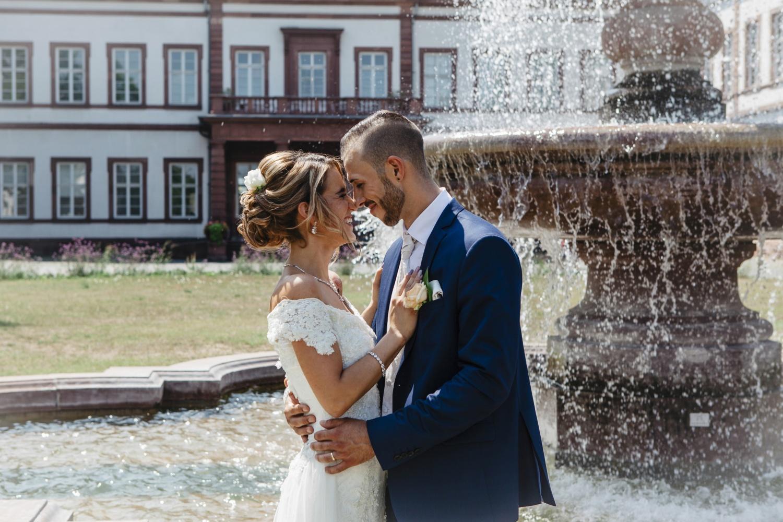 Hochzeit-Standesamt-Hanau-Schloss-Philippsruhe-Reportage-Paarshooting-Hochzeitsfotograf-Laura-Fiederer-Fotografie-47