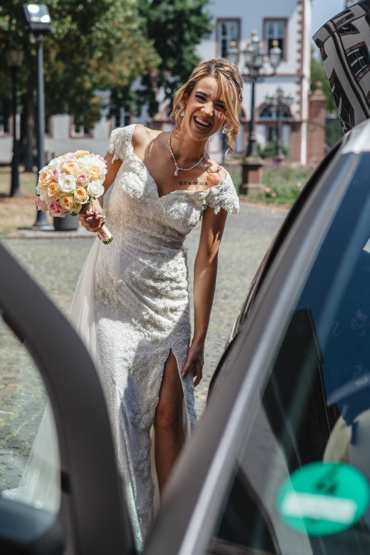 Hochzeit-Standesamt-Hanau-Schloss-Philippsruhe-Reportage-Paarshooting-Hochzeitsfotograf-Laura-Fiederer-Fotografie-9