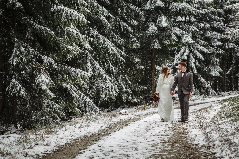 Hochzeit-Hochzeitsfotograf-Laura-Fiederer-Fotografie-Feldberg-Hochzeitsbilder-Mörfelden-Walldorf-34