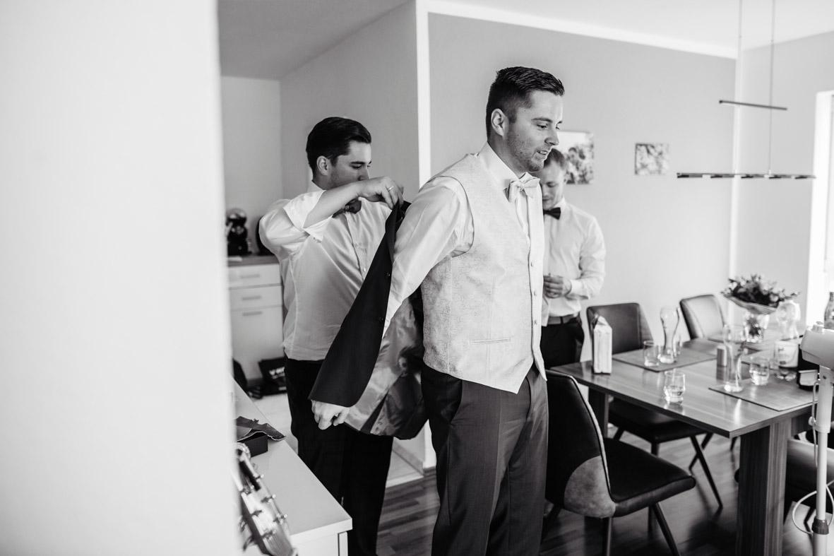 10-Hochzeit-Reportage-Getting-Ready-Groß-Gerau-Laura-Fiederer-Fotografie-Hochzeitsfotograf