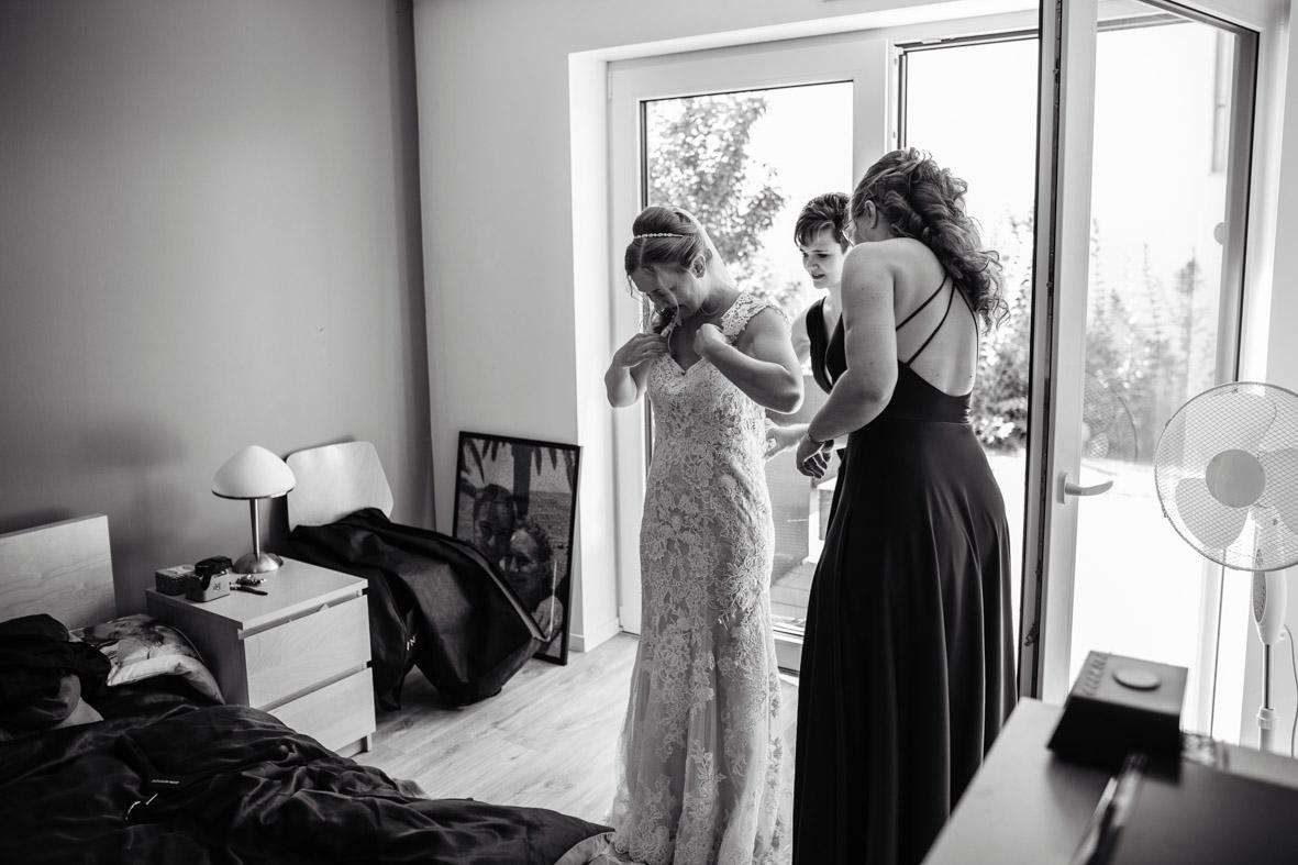 14-Hochzeit-Reportage-Getting-Ready-Groß-Gerau-Laura-Fiederer-Fotografie-Hochzeitsfotograf