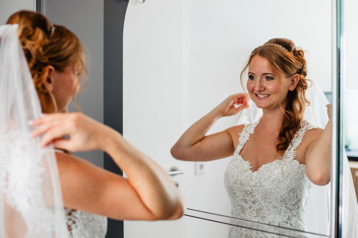 16-Hochzeit-Reportage-Getting-Ready-Groß-Gerau-Laura-Fiederer-Fotografie-Hochzeitsfotograf