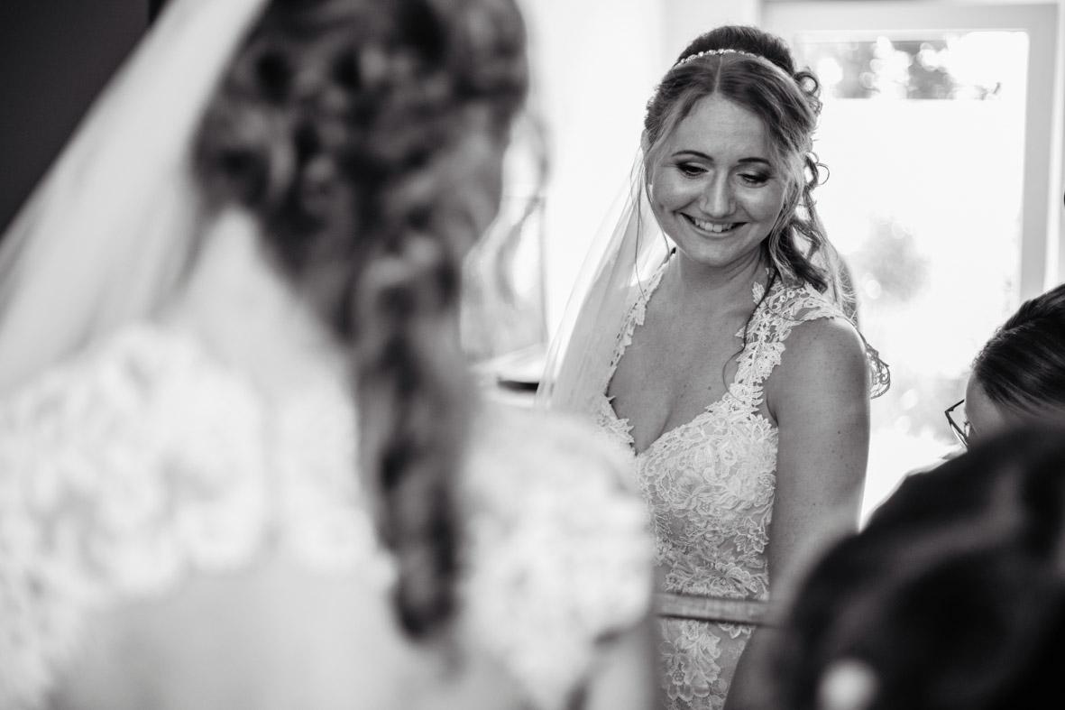 17-Hochzeit-Reportage-Getting-Ready-Groß-Gerau-Laura-Fiederer-Fotografie-Hochzeitsfotograf