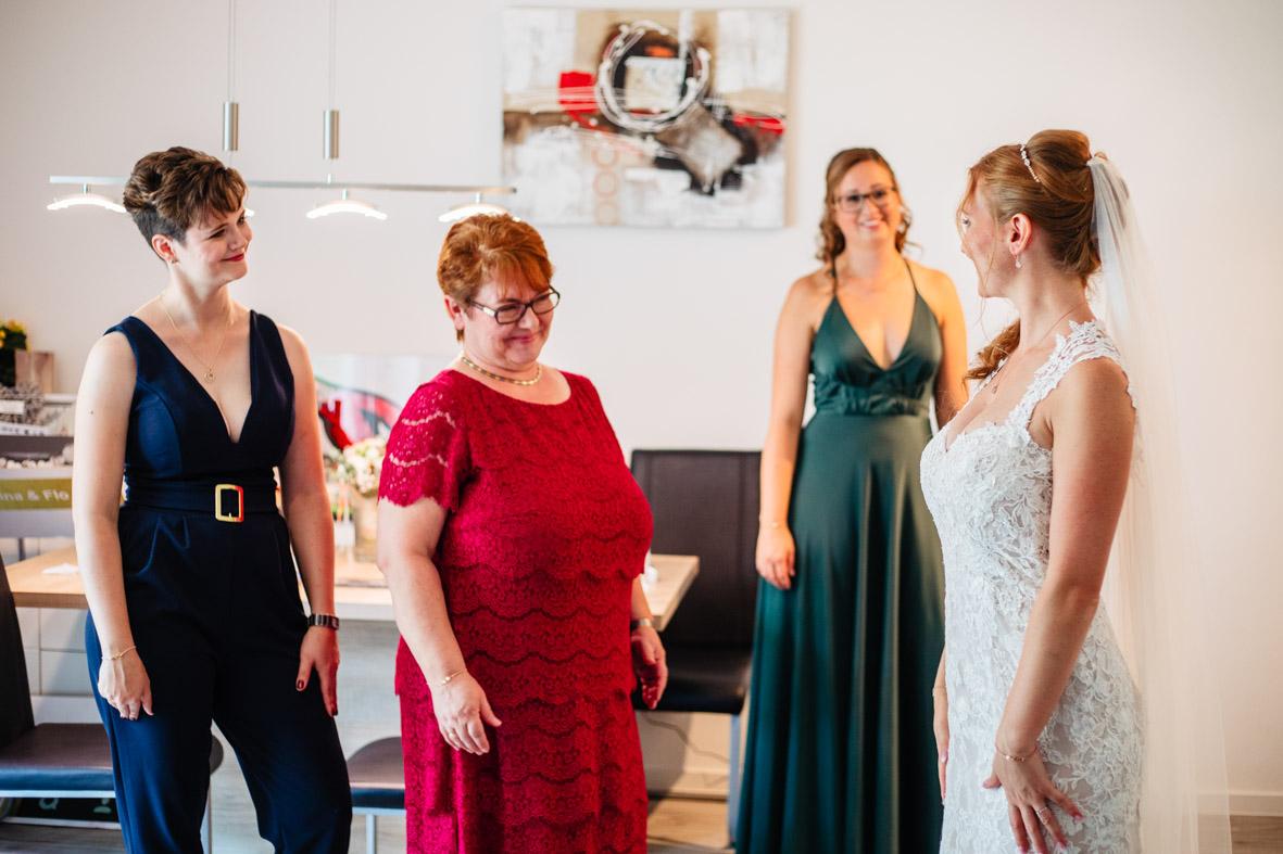 21-Hochzeit-Reportage-Getting-Ready-Groß-Gerau-Laura-Fiederer-Fotografie-Hochzeitsfotograf