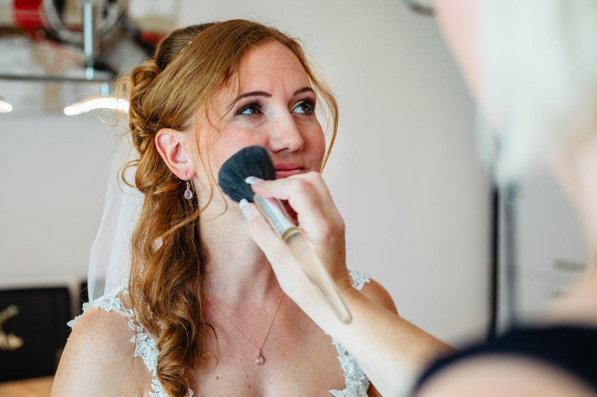 23-Hochzeit-Reportage-Getting-Ready-Groß-Gerau-Laura-Fiederer-Fotografie-Hochzeitsfotograf