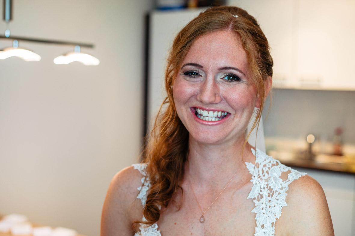 24-Hochzeit-Reportage-Getting-Ready-Groß-Gerau-Laura-Fiederer-Fotografie-Hochzeitsfotograf