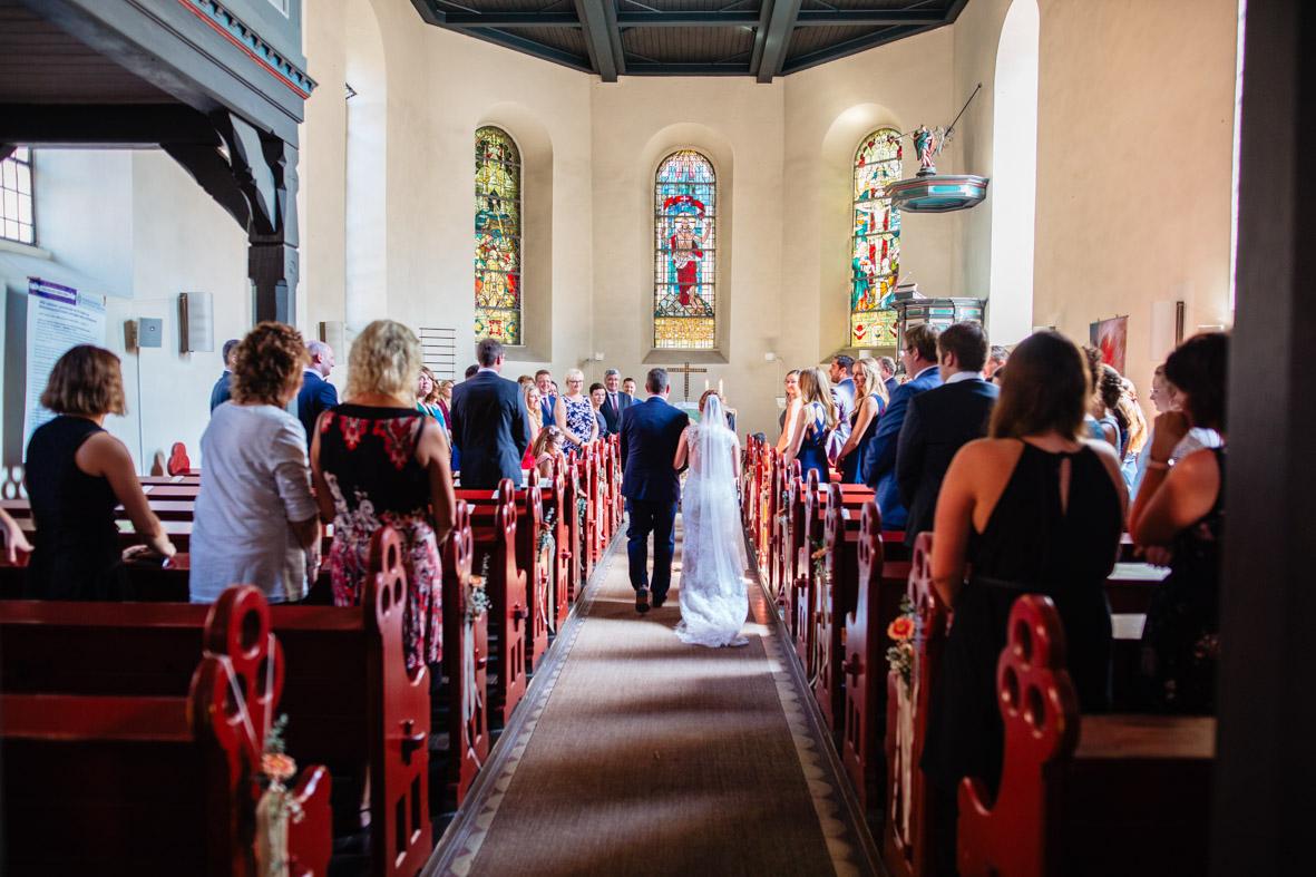 27-Hochzeit-Reportage-Trauung-Kirche-Groß-Gerau-Wallerstaedten-Laura-Fiederer-Fotografie-Hochzeitsfotograf