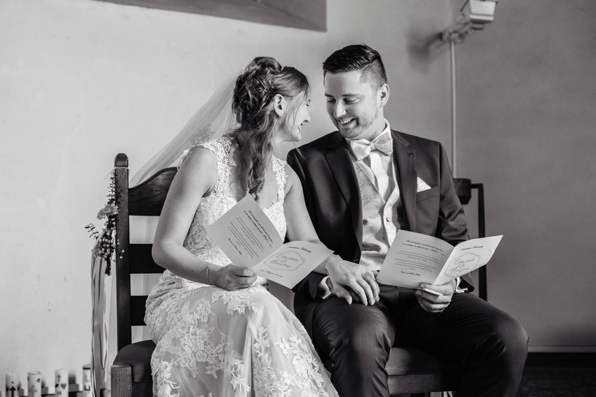 29-Hochzeit-Reportage-Trauung-Kirche-Groß-Gerau-Wallerstaedten-Laura-Fiederer-Fotografie-Hochzeitsfotograf
