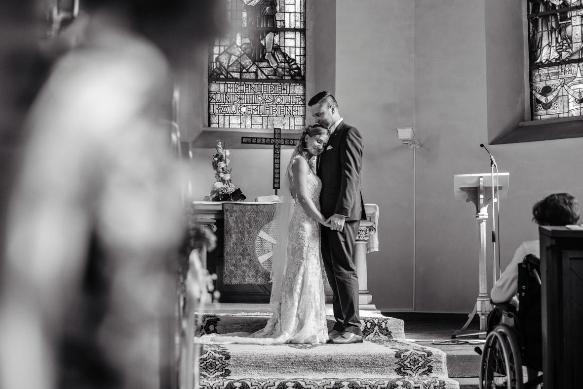 40-Hochzeit-Reportage-Trauung-Kirche-Groß-Gerau-Wallerstaedten-Laura-Fiederer-Fotografie-Hochzeitsfotograf