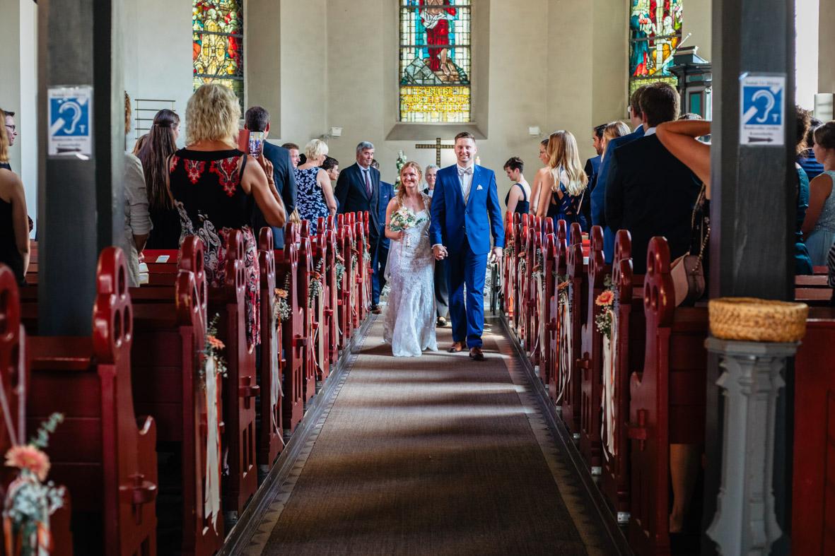 43-Hochzeit-Reportage-Trauung-Kirche-Groß-Gerau-Wallerstaedten-Laura-Fiederer-Fotografie-Hochzeitsfotograf