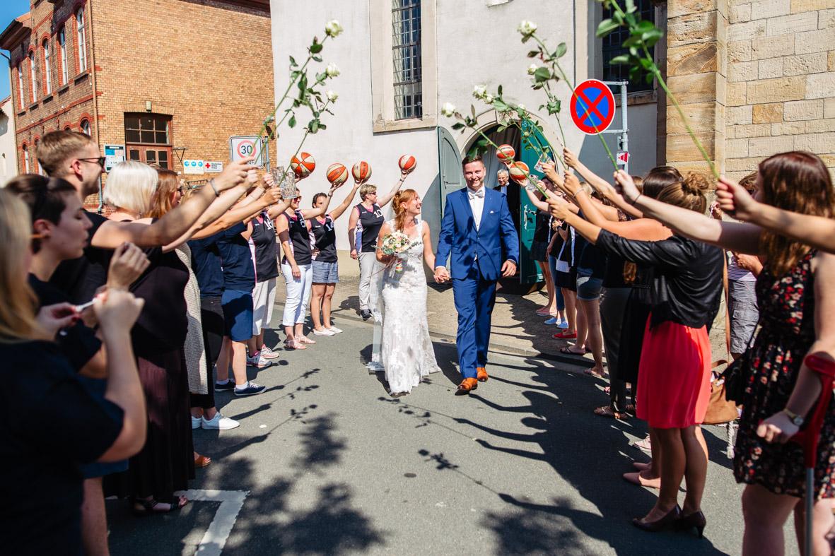 44-Hochzeit-Reportage-Trauung-Kirche-Groß-Gerau-Wallerstaedten-Laura-Fiederer-Fotografie-Hochzeitsfotograf