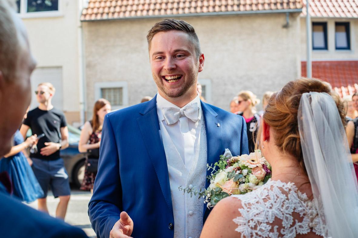 47-Hochzeit-Reportage-Trauung-Kirche-Groß-Gerau-Wallerstaedten-Laura-Fiederer-Fotografie-Hochzeitsfotograf
