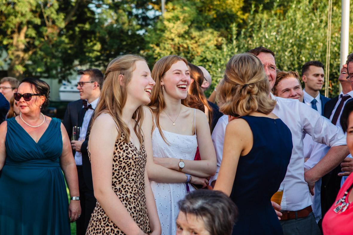 77-Hochzeit-Reportage-Mainzblick-Wiesbaden-Laura-Fiederer-Fotografie-Hochzeitsfotograf