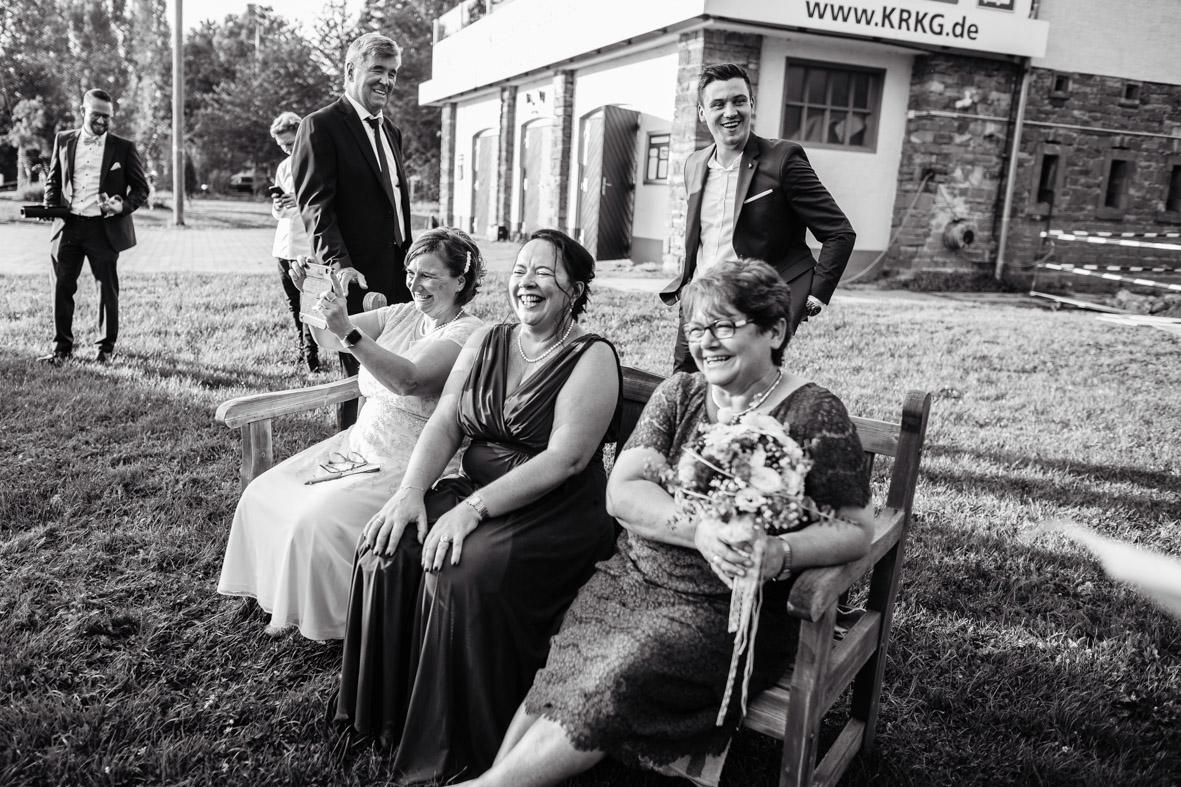78-Hochzeit-Reportage-Mainzblick-Wiesbaden-Laura-Fiederer-Fotografie-Hochzeitsfotograf