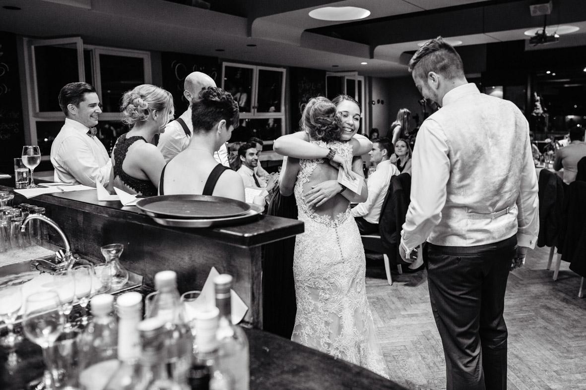 89-Hochzeit-Reportage-Mainzblick-Wiesbaden-Laura-Fiederer-Fotografie-Hochzeitsfotograf
