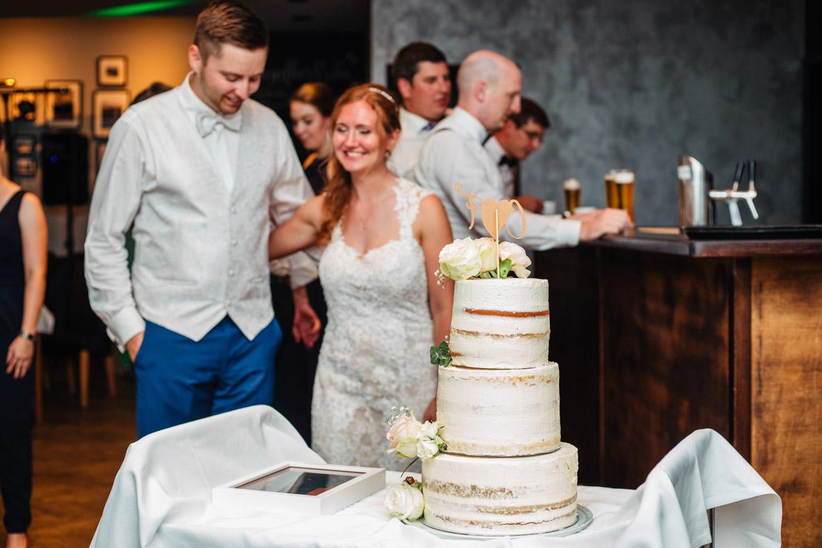90-Hochzeit-Reportage-Mainzblick-Wiesbaden-Laura-Fiederer-Fotografie-Hochzeitsfotograf