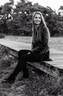 22-Portraitbilder Outdoorshooting Fotograf Frauen Laura Fiederer Fotografie Mainz Frankfurt Darmstadt